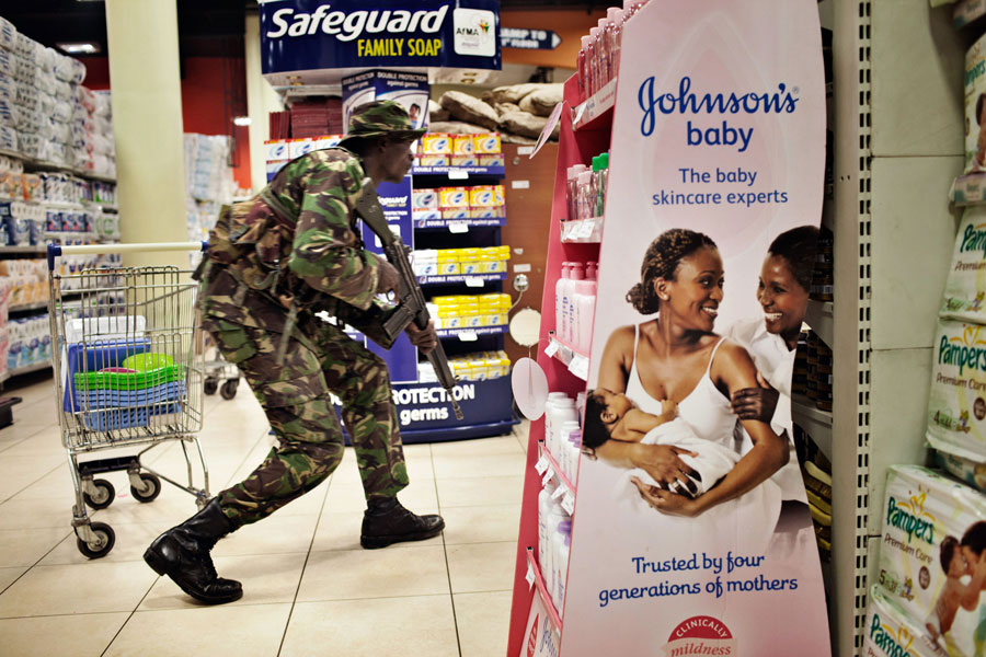 Inside, soldiers searched for militants in stores where Hicks and many other expatriates regularly shopped. (Tyler Hicks, The New York Times - September 27, 2013)