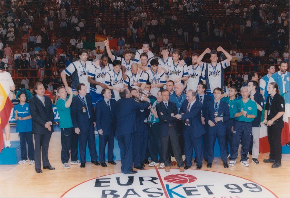 Euro Basket 1999 - La Nazionale solleva il trofeo