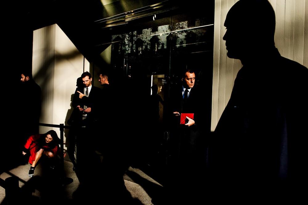 Aspettando-la-sfilata-foto-di-Luigi-Chighine-1°-Premio-STREET