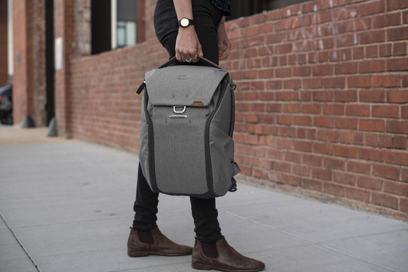 peakdesign-everyday-backpack-grey_1