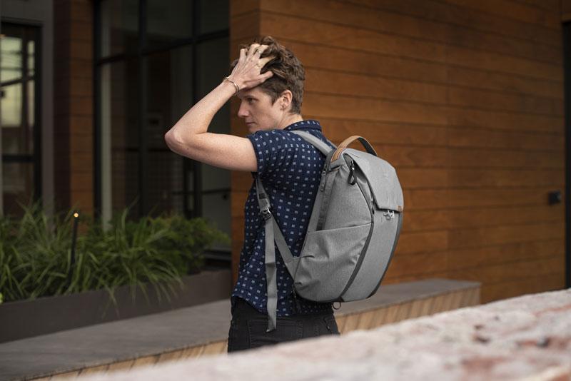peakdesign-everyday-backpack-grey_2