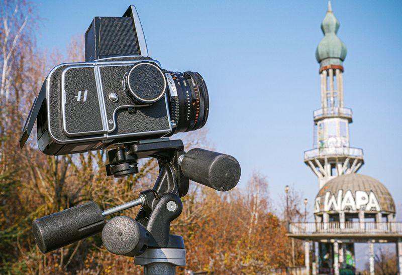 Hasselblad-CFV-II-50C-corpo-macchina-e-monitor-con-Serie-V