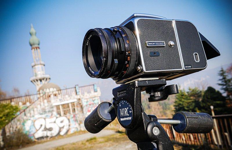Hasselblad-500-C/M-CFV-II-50C-Hasselblad-Planar-80mm-CF-f/2.8-Consonno-LC