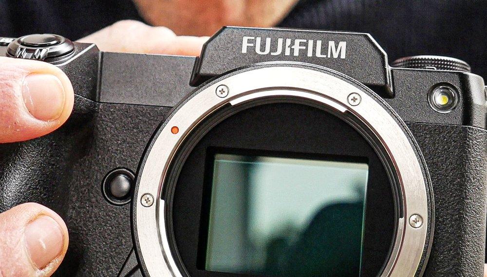Fujifilm-GFX100S-e-GF-80mm-f/1.7-R-WR