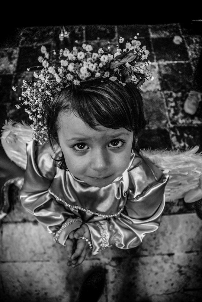 patrizia-galia-intervista-bianconero-sicilia-bambina-piange-in-processione