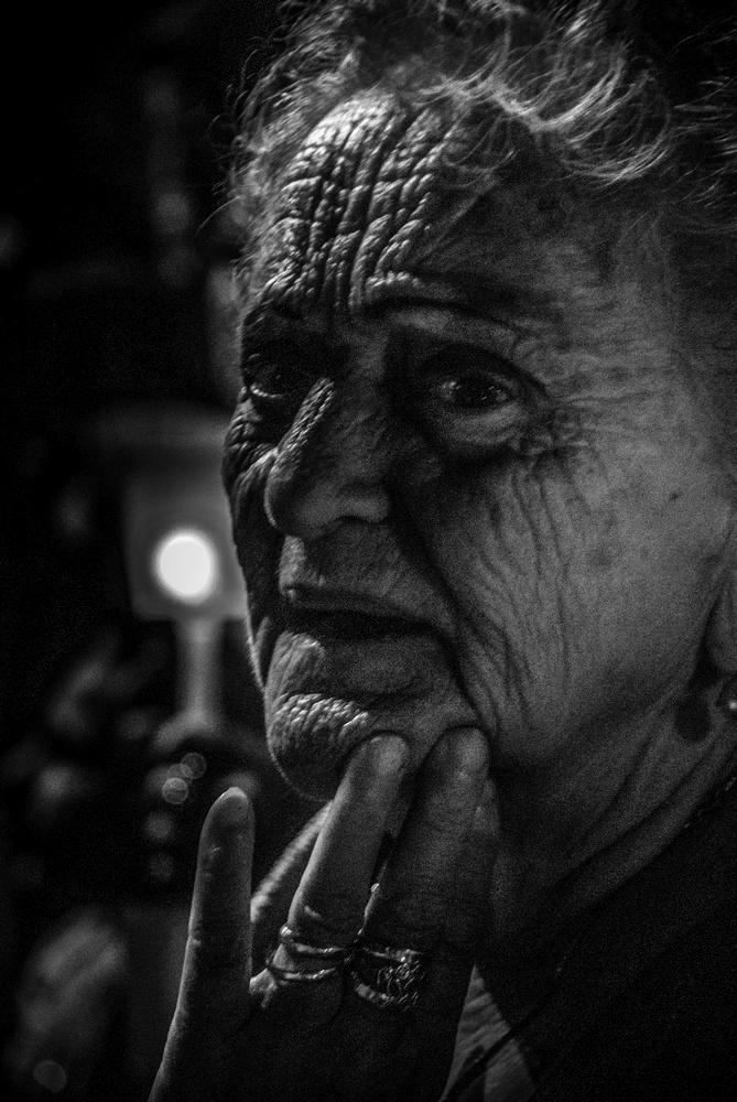 patrizia-galia-intervista-bianconero-sicilia-anziana-commossa-in-processione