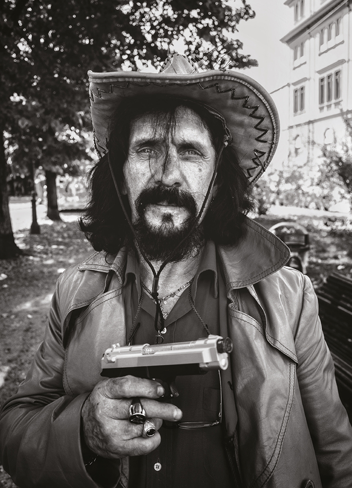 steve-panariti-intervista-libro-diamonds-street-reportage-ritratto-torino-pistola-giocattolo