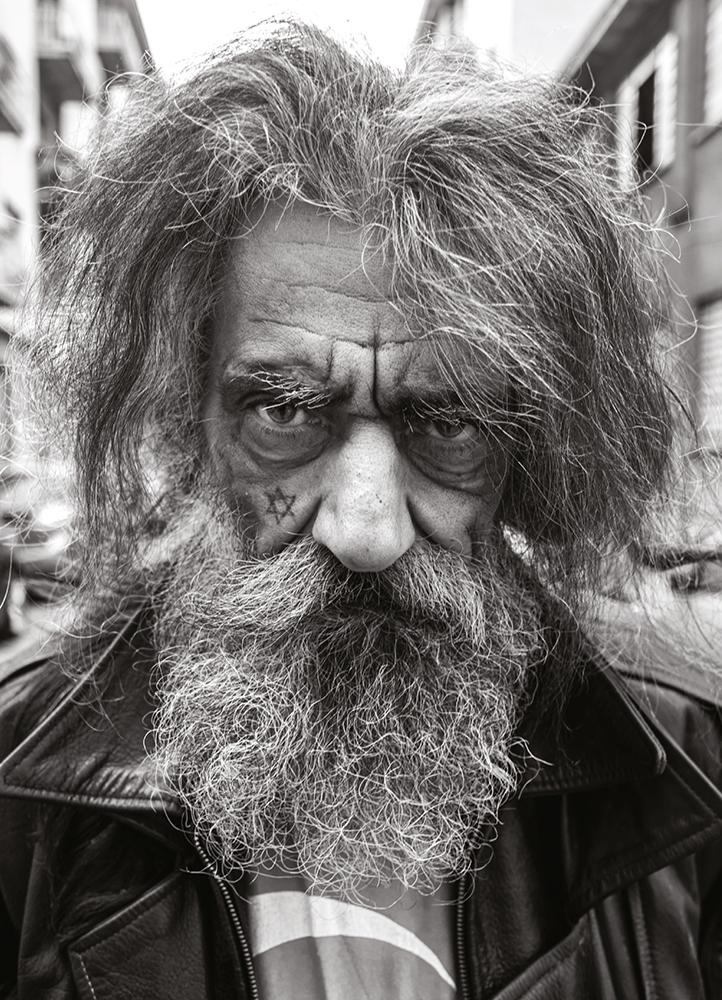 steve-panariti-intervista-libro-diamonds-street-reportage-ritratto-viso-tatuato-stella