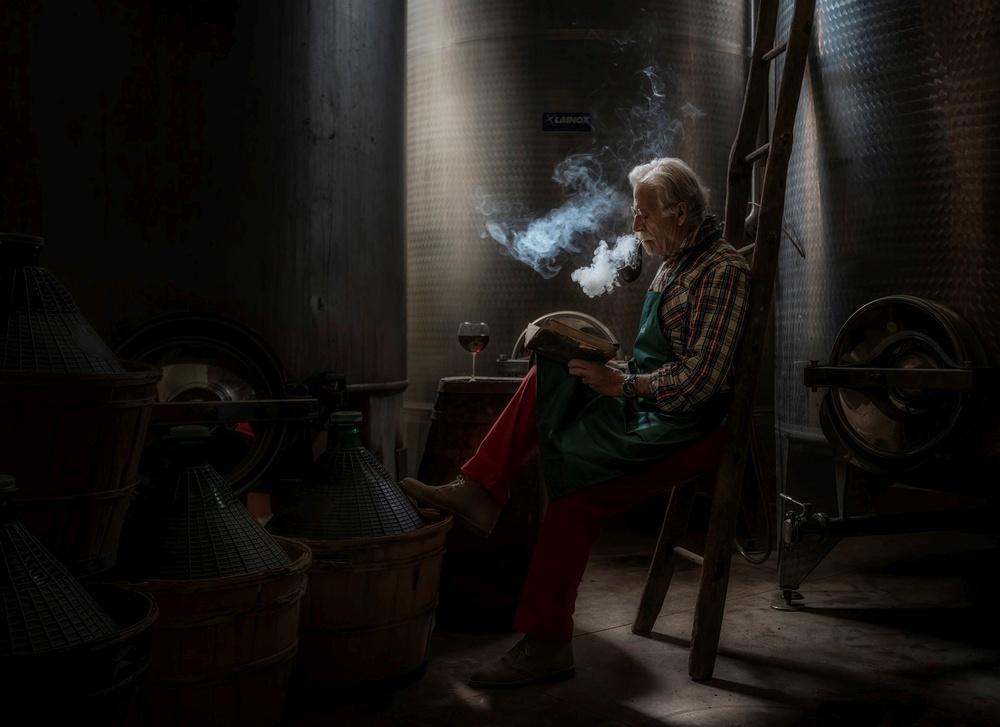 Premio Speciale Giuria - Progresso Fotografico Meini Fausto ( Valtriano PI) IL VINO E` ANCHE POESIA